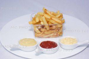 barquette de frites et sauces publicité entreprise de cognac charente