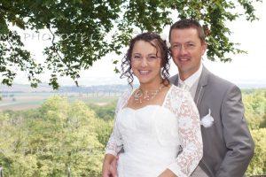 couple mariés avec arbre derrière charente
