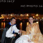 couple-mariés-de-nuit-sur-le-port-la-rochelle-charente-maritime