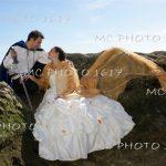 couple-mariés-sur-les-rochers-plages-meschers-charente-maritime.