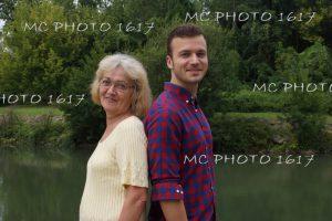 portrait fils et sa mère extérieur au bord de l'eau charente