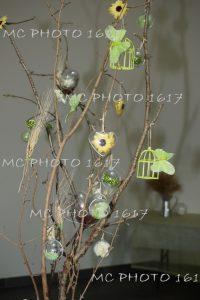 decoration-bapteme-charente-bout-de-bois-et-boule-verte-