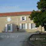 maison-en-pierre-avec-un-arbre-devant-charente-maritime