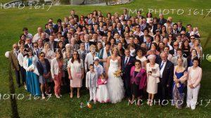 photo-groupe-mariage-photographe-en-hauteur-groupe-vue-par-dessus-dans-un-jardin-public-charente-maritime