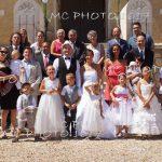 photo-groupe-mariage-sur-escalier-en-pierre