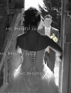 photo-noir-et-blanc-mariés