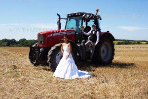 maries-dans-un-champs-coupe-avec-un-tracteur-charente