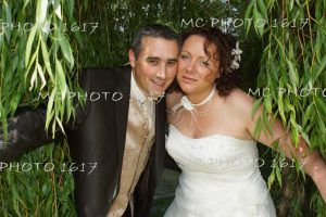portrait-maries-dans-feuilles-bambous-charente-jardin-public-cognac